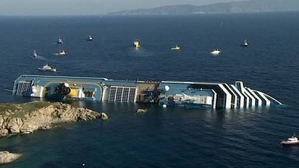 "Costa  Concordia trial: video ""shows captain preparing to leave""  - prosecution"