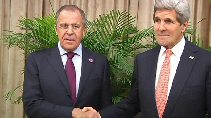 """Kerry appelle la Russie à """"rétablir la confiance"""" pour éviter d'être isolé par l'Ukraine"""