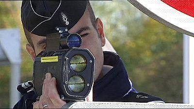 Francia: un mes sin carné por revelar la localización de radares en Facebook