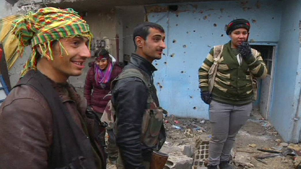قوات البشمركة الكردية تواصل القتال للدفاع عن كوباني