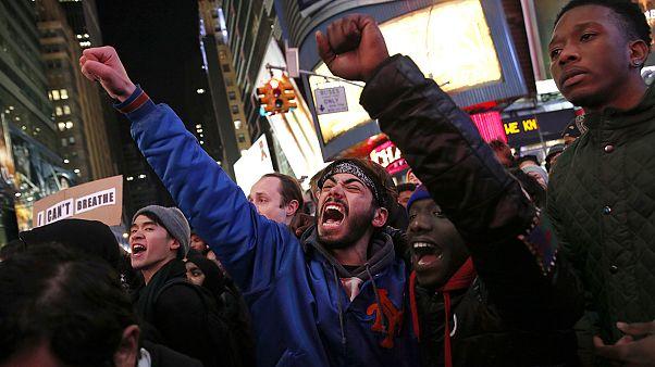 """تظاهرات مردم نیویورک در اعتراض به """"رفتار تبعیض آمیز"""" پلیس"""