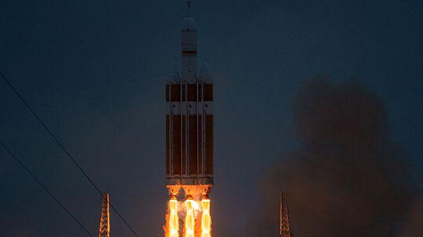 """نجاح عملية اطلاق المركبة الفضائية """"اوريون"""" في رحلتها التجريبية"""