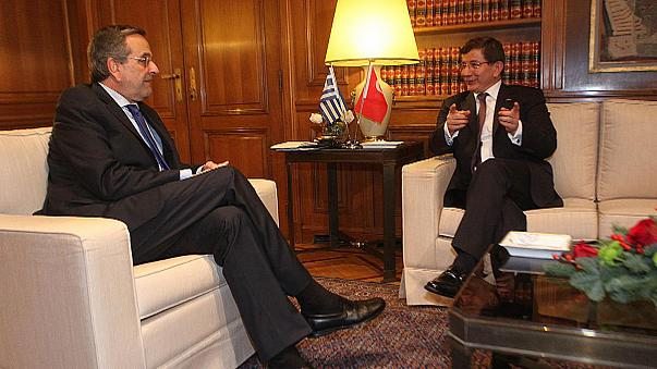 El turco Davutoglu viaja a Atenas para rebajar tensión con Grecia