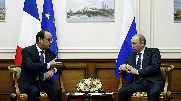 Reunión sorpresa entre Vladimir Putin y François Hollande en Moscú