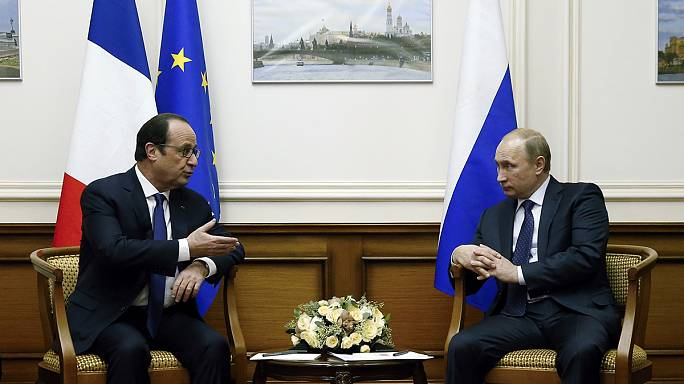 France's Hollande meets Russia's Putin in surprise stopover at Moscow airport
