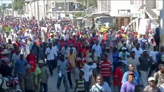 Гаити: демонстранты просят Путина помочь провести выборы