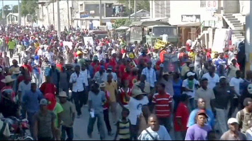Újabb kormányellenes tüntetés Haitin