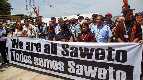 هنود حُمر ونُشطاء يتظاهرون لمطالبة ندوة ليما 2014م بقرارات تحمي البيئة