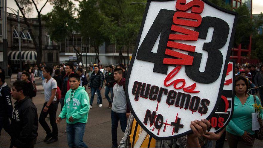 Meksika'da göstericiler kayıp öğrenciler için tekrar sokakta