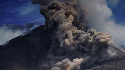 Erupción del volcán Sinabung en Indonesia
