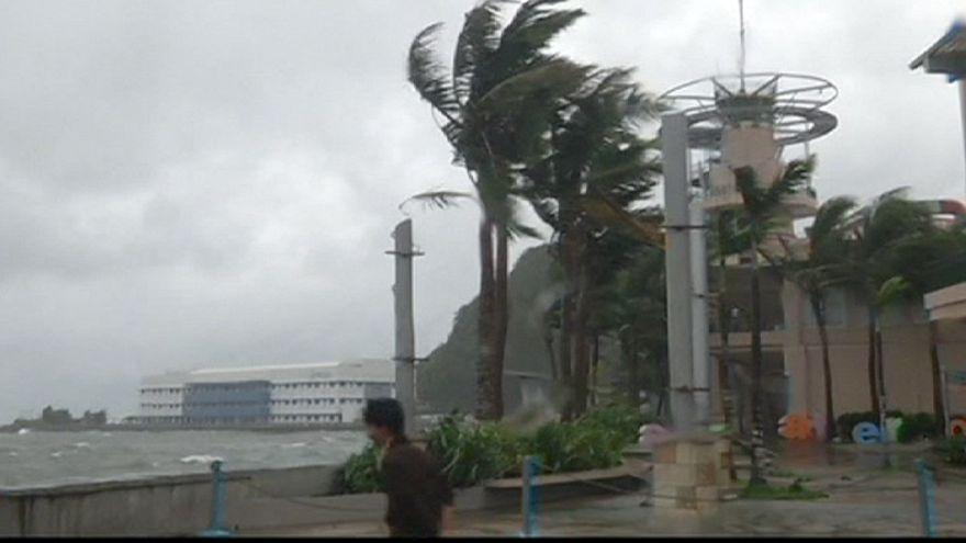 Typhoon Hagupit wreaks destruction across Philippines