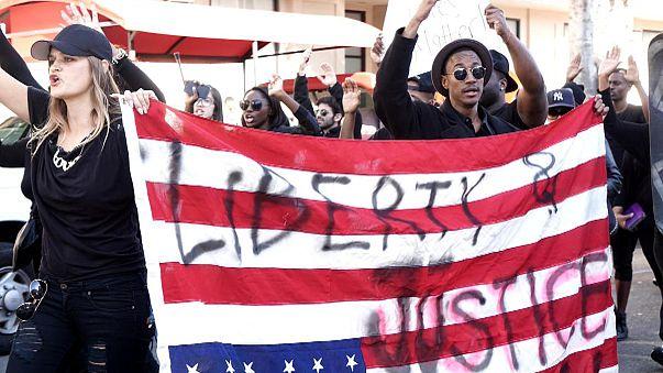 Demonstration gegen Polizei und US-Justiz schlägt in Gewalt um