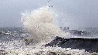 Hagupit tayfunu Filipinler'de can kaybına yol açtı