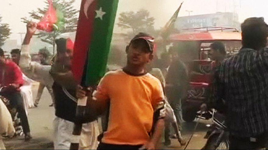 Straßenschlachten bei Protesten gegen Regierung in Pakistan