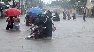 Filippine: il tifone Hagupit è sceso a tempesta tropicale e va verso Manila