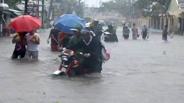 Hagupit pierde fuelle mientras se acerca a Manila