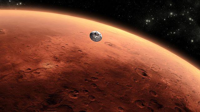 На Марсе вместо озера выросла гора?