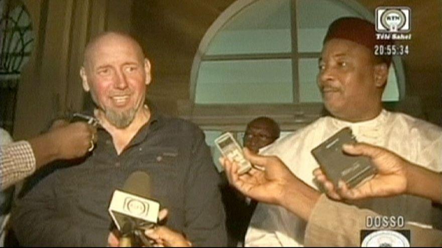 الرهينة الفرنسي المفرج عنه في مالي يصل إلى النيجر قبل عودته إلى فرنسا