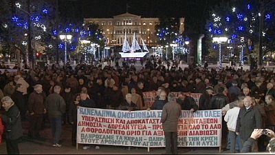 Grécia: Pensionistas em protesto em Atenas