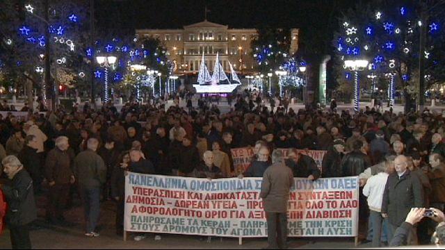المتقاعدون في اليونان يحتجون أمام وزارة المالية