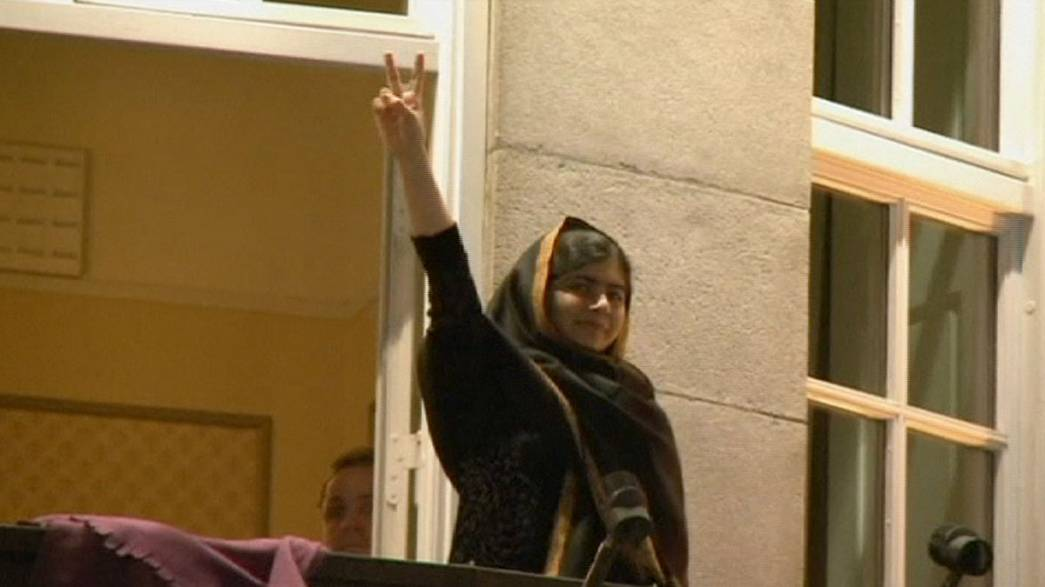 Les prix Nobel de la paix Malala Yousafzai et Kailash Satyarthi ovationnés à Oslo