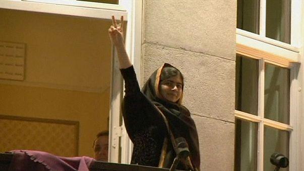 شعور بالفخر لدى العديد من الباكستانيين بعد حصول ملالا يوسف زاي على جائزة نوبل للسلام