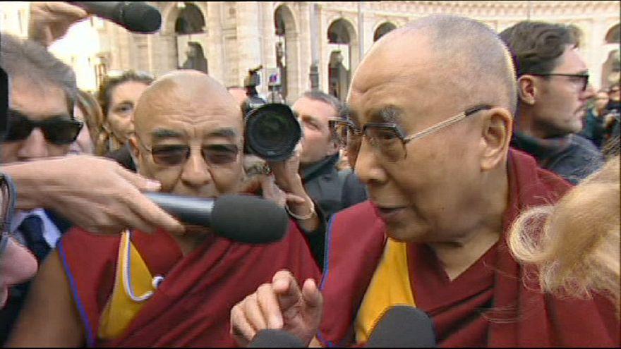 """Papa invoca """"inconveniência"""" e não recebe Dalai Lama"""