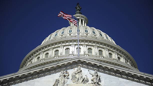 US passes 2015 spending bill hours before government money due to run out