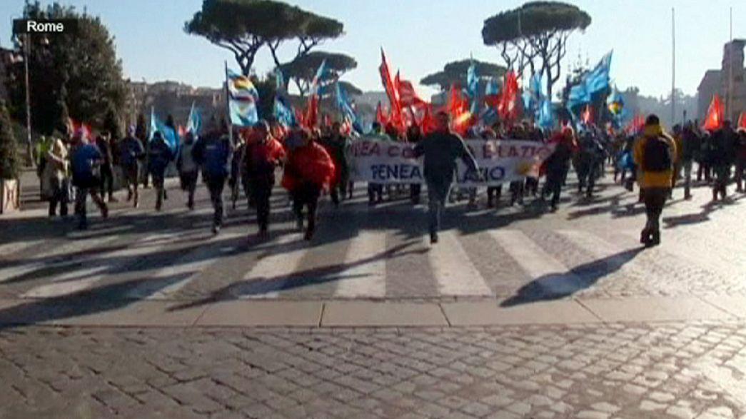 Protest gegen Arbeitsmarktreform: Ausschreitungen bei Generalstreik in Italien