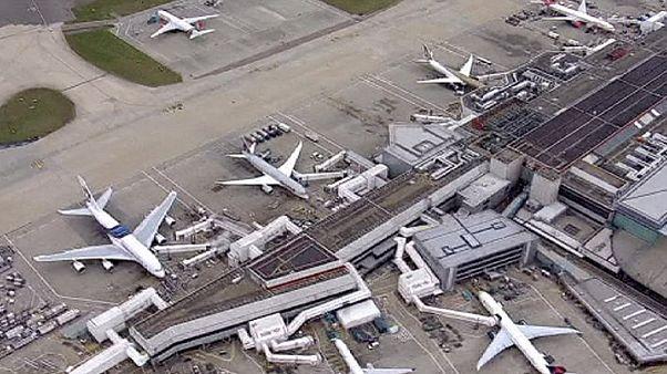 Παραλύουν οι αερομεταφορές στο Λονδίνο