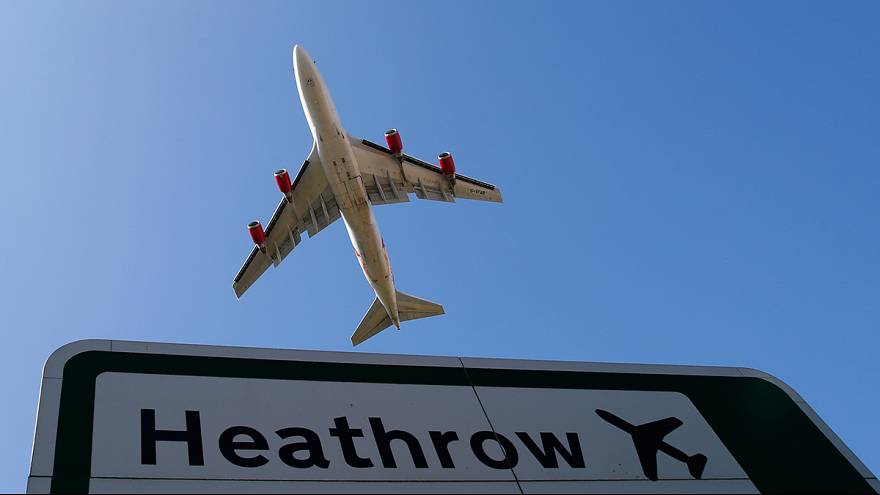 Londra'da hava trafiği geçici süreliğine kilitlendi