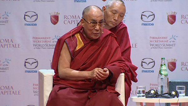 Понтифика критикуют за отказ встретиться с далай-ламой