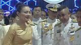 Tayland veliaht prensinin eşi kraliyet statüsünden feragat etti