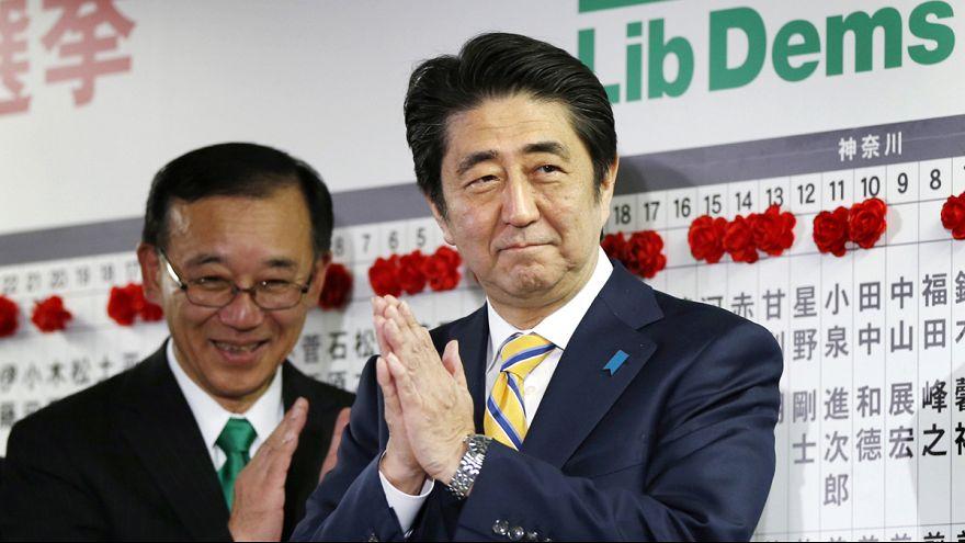 Abe logra un masivo respaldo de los japoneses para mantener su agenda económica