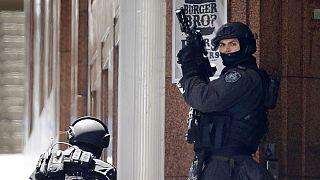 مسلح يحتجز رهائن داخل مقهى بوسط مدينة سيدني الأسترالية