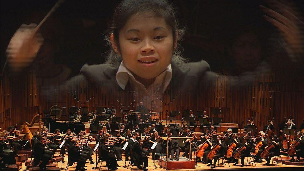 Elim Chan è la prima donna a vincere il concorso per direttori di orchestra di Donatella Flick