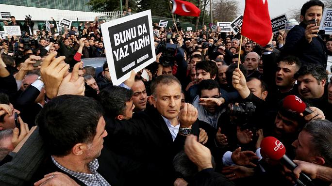 Gözaltı kararı Türkiye'yi ikiye böldü