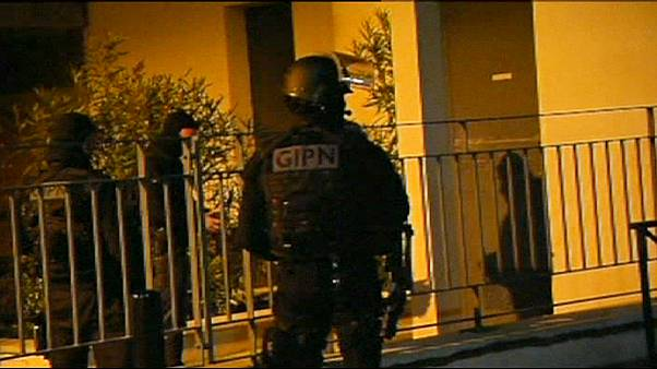 Alleged members of French Islamist gang arrested in dawn raids.