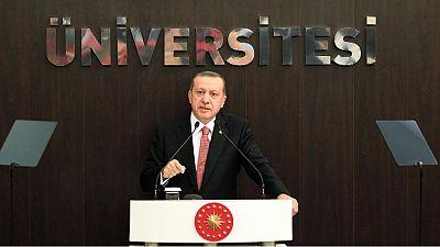 Turchia: il presidente Erdogan respinge duramente le critiche dopo il blitz contro decine di giornalisti
