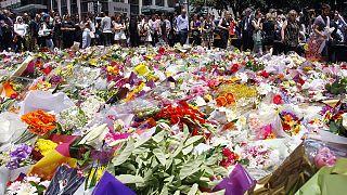 Australia in lutto e selfies di dubbio gusto