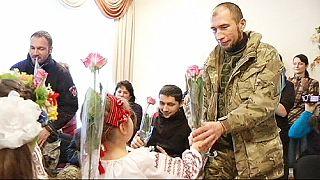 """Geschenke für die Front - ukrainische """"Cyborgs"""" besuchen Kindergarten"""