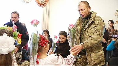 A Kiev la festa dei bambini per i soldati tornati dall'est
