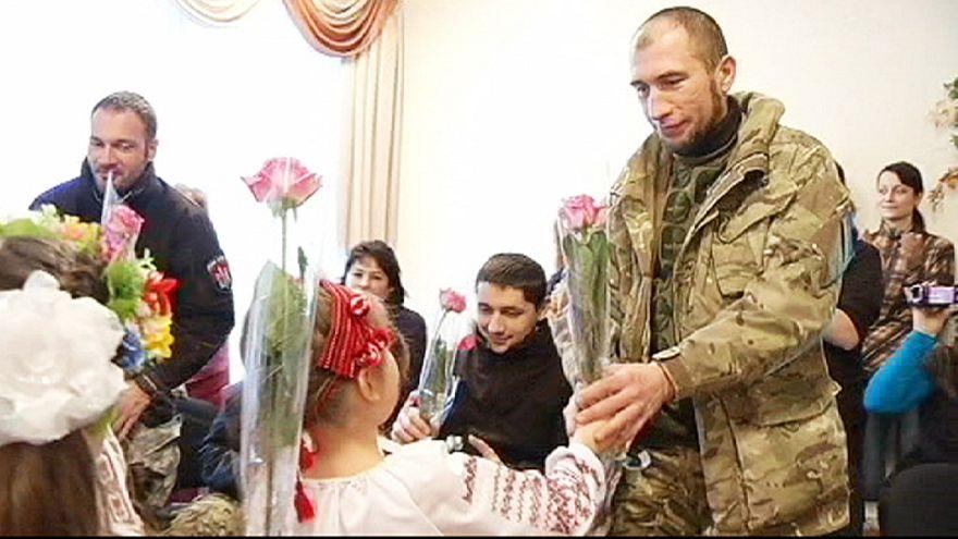 Ukraynalı askerlerden anaokulu ziyareti