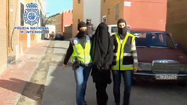 تفكيك شبكة في اسبانيا والمغرب تقوم بإلحاق نساء بتنظيم الدولة الاسلامية