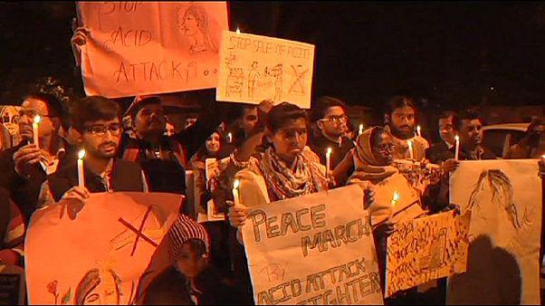 Manifestación en la India contra las violaciones