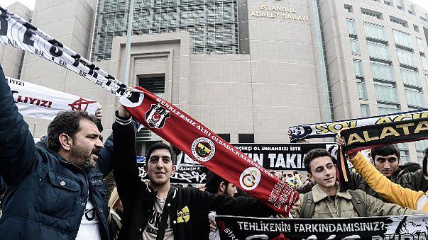 Istanbul: Prozess gegen regierungskritische Besiktas-Fans vertagt