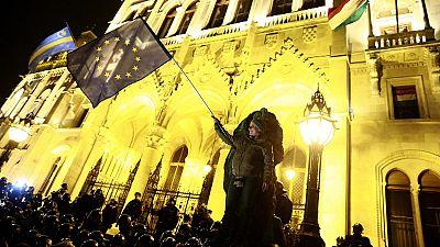 Miles de personas piden en Budapest la dimisión de Orbán