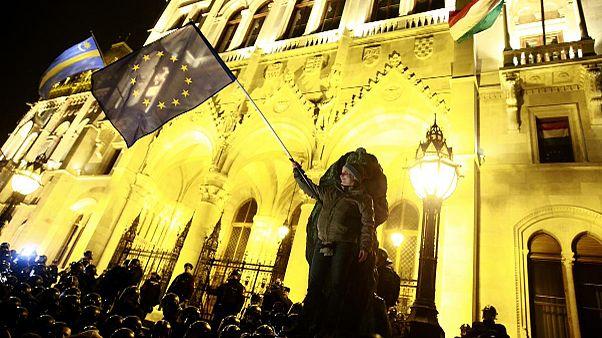 Венгрия: манифестанты возмущены драконовым госбюджетом