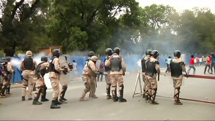 Disturbios en Puerto Príncipe durante las protestas contra el Presidente, Michel Martelly