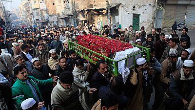Paquistão: Governo reinstaura pena de morte para terroristas
